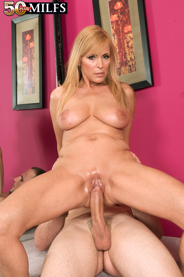 1037 horny girls like orgies 2