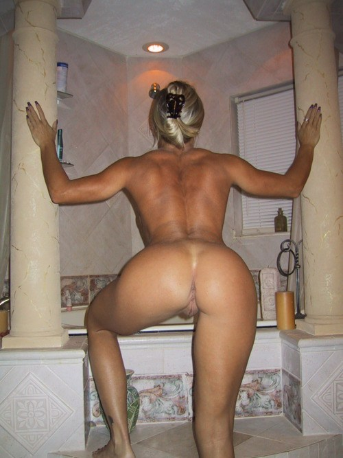 Nude mature blonde milf ass