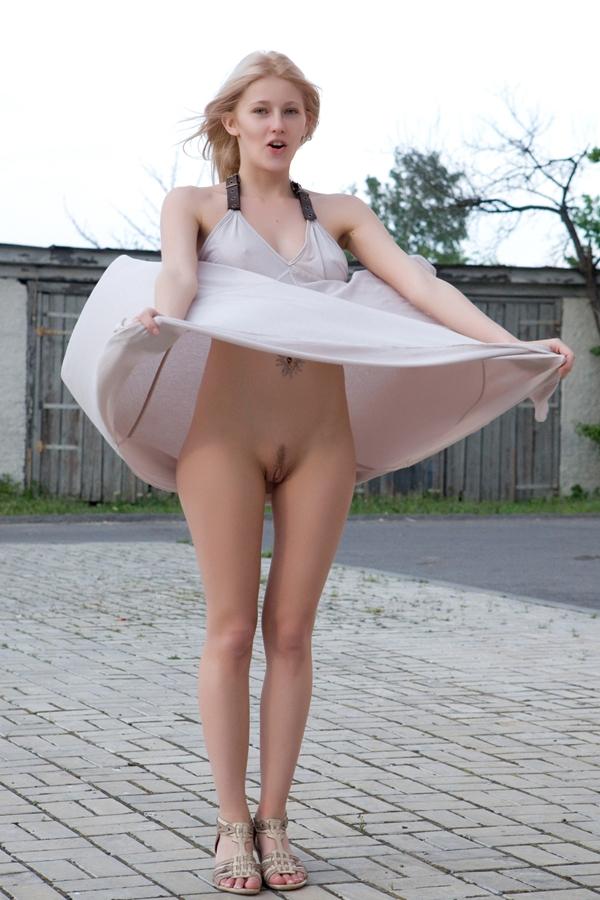 гуляний снимали ветер поднял юбку эротика что