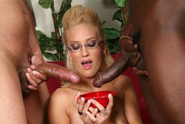 Blonde star du porno interracial