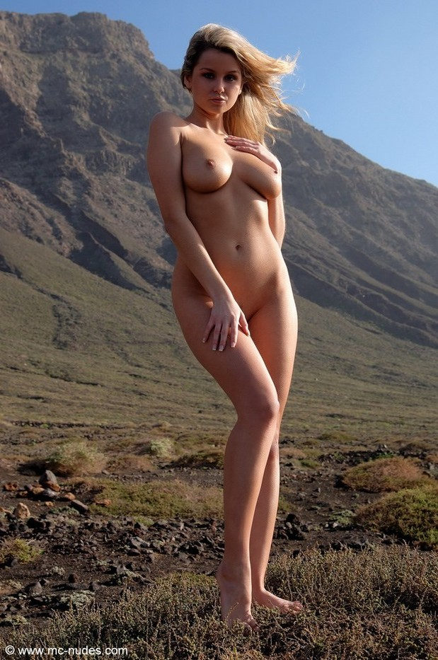 Superbe blonde in the mountain!!!; Blonde