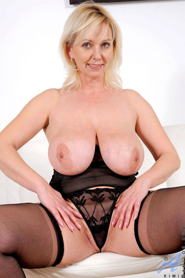 Mature old tits