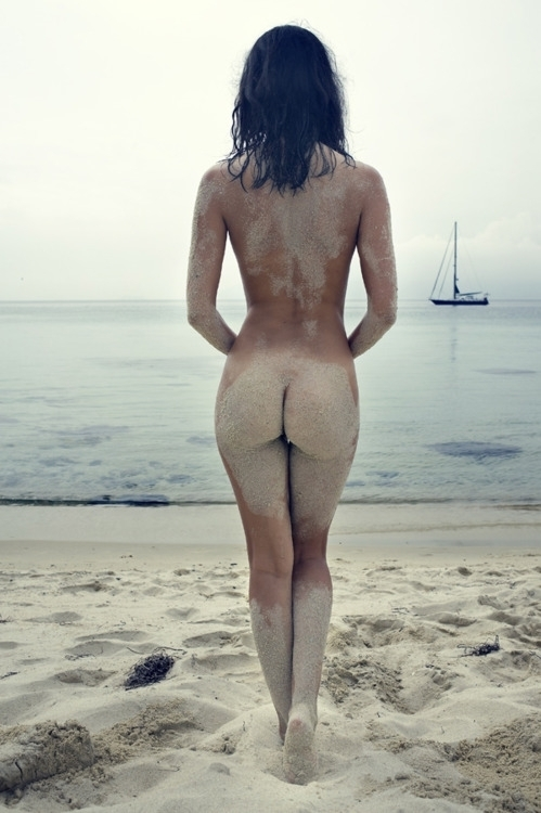 Hot Beach Nude Girl; Ass Babe