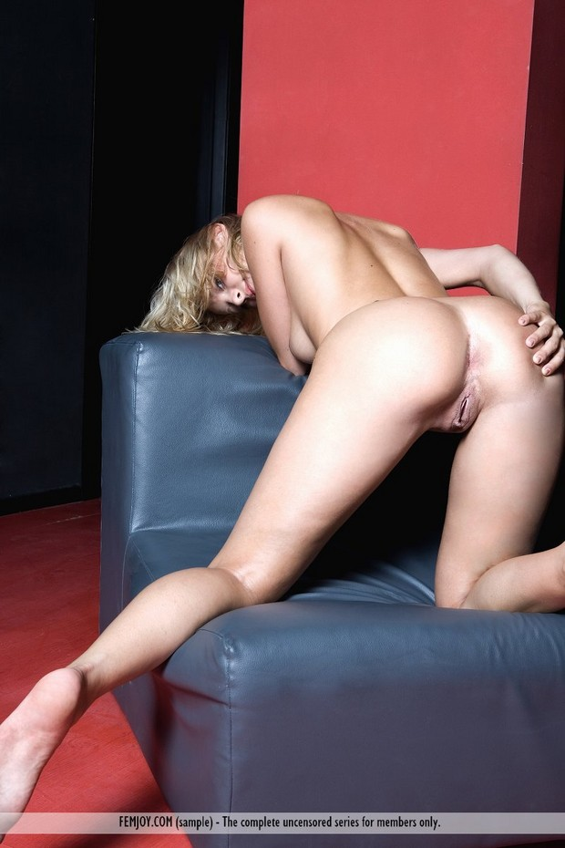 Sexy blonde babe shows her pink pussy and juicy ass; Ass Babe Blonde Hot Pussy