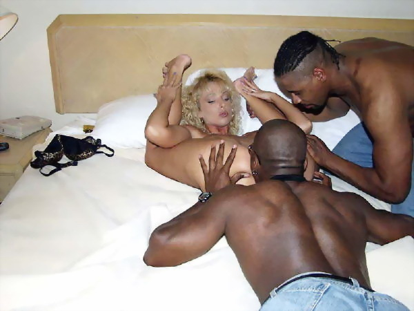 New amateur ebony gangbang site 1chick5dicks 3