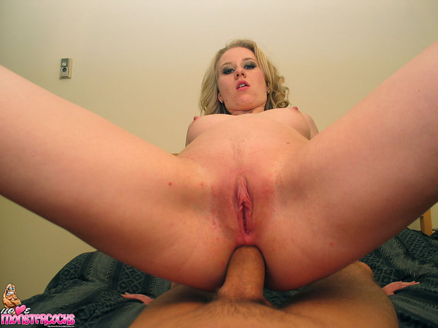 Girl getting fucked in all holes