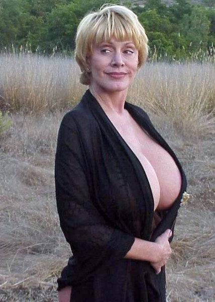giant tit mature babe: