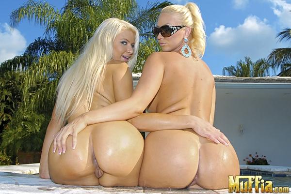 Голые блондинки с большими попами фото