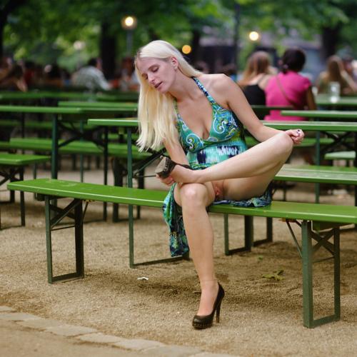 фото подсмотренное девушки в парке