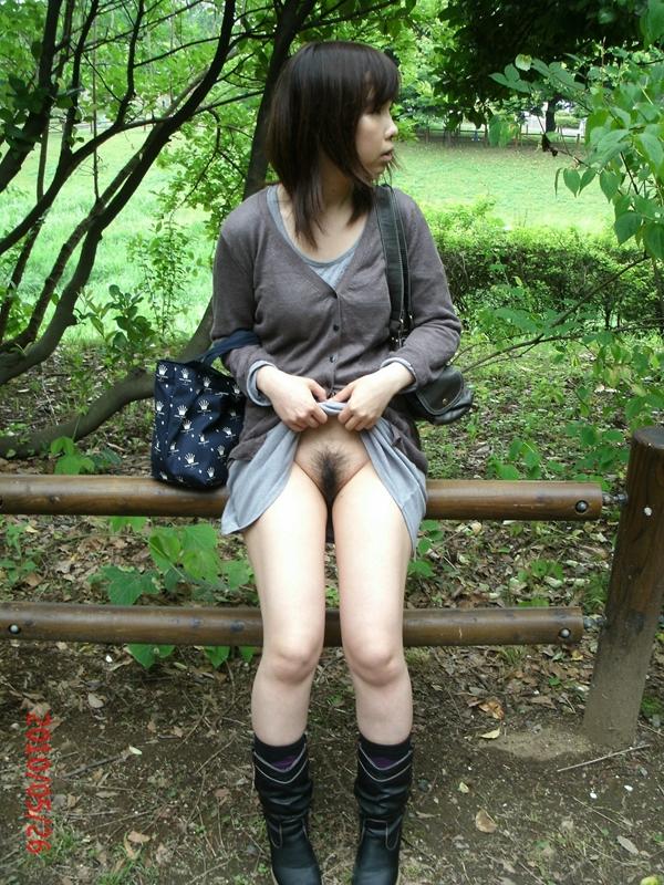 фото японок без трусов на улице