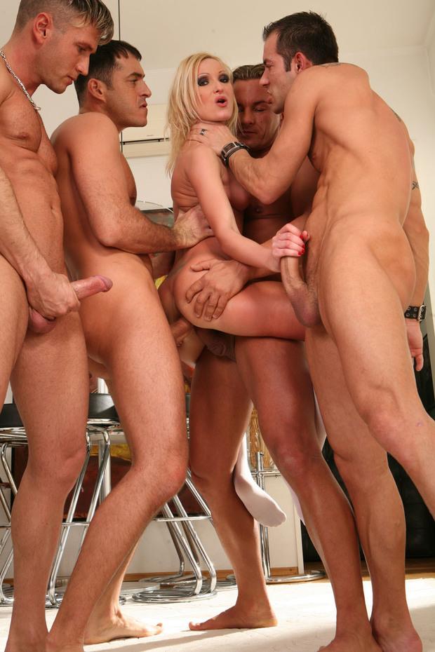 Порно фото групповуха блондинок