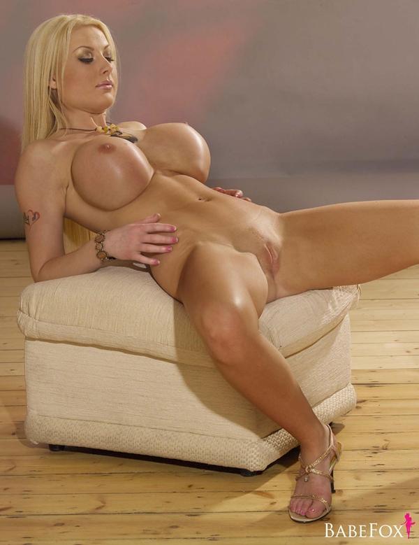 Фото голых блондинок с силиконовыми шарами