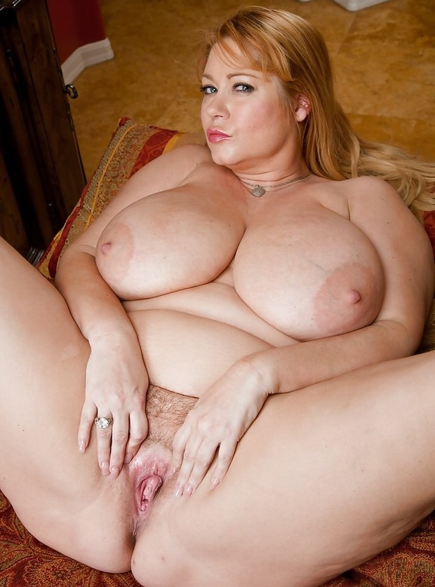Mature big tits masturbating