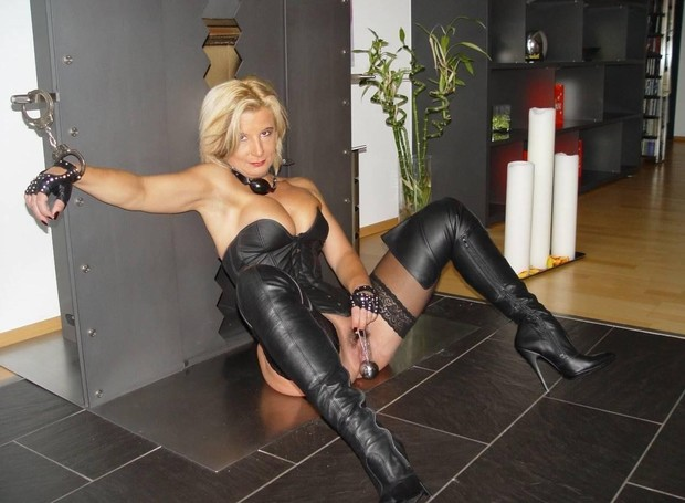 Amateur blonde milf bdsm