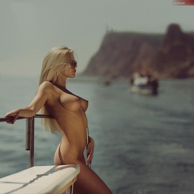 ...; Babe Big Tits Blonde