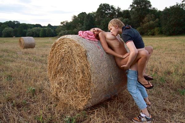 фото ебли в поле