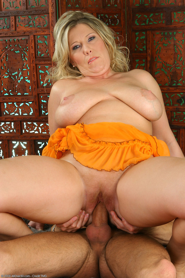Blonde bbwmilf hard fucked from different guys