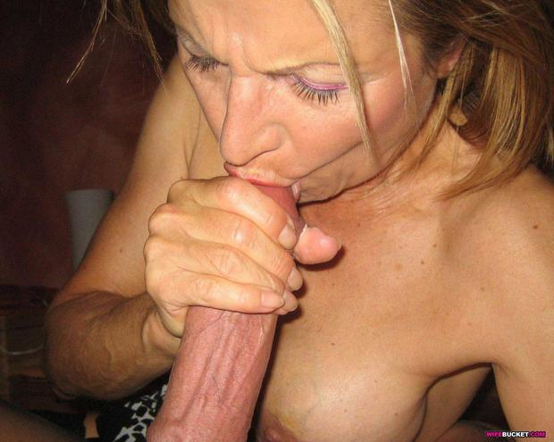 mature blonde thumb page