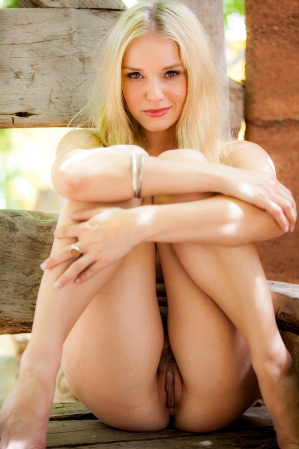; Blonde Hot