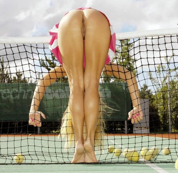 Спортсменка с голой попой фото