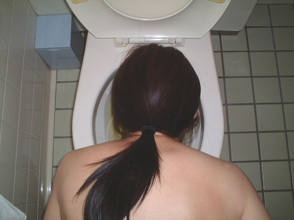 Girl head in bown; Fetish Piss