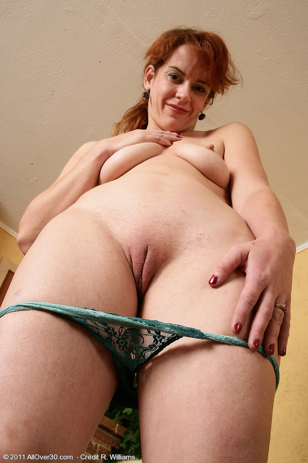 Red head pussy love