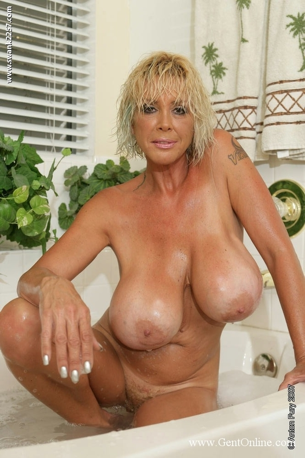 naked mature fat blonde females