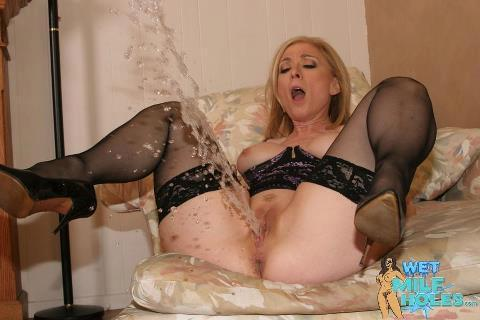 Old grannys squirting