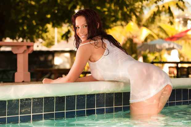 ...; Babe Bianca Beauchamp Big Tits Hot Non Nude Pool Red Head T Shirt Wet