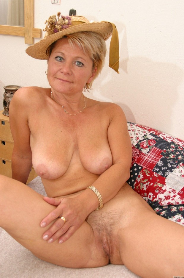 Hot blonde mature nude women seems
